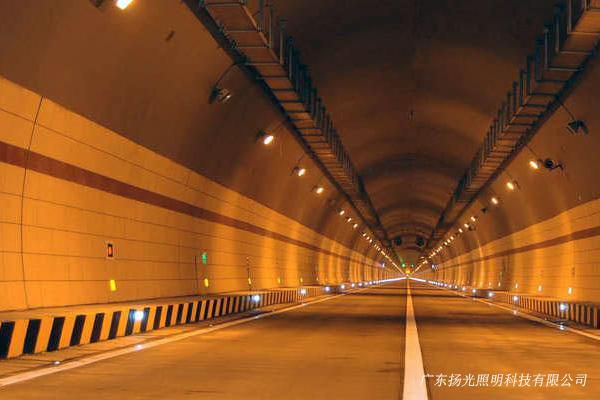 在白天,隧道出口段的亮度和入口段的亮度,应比隧道内基本照明亮度值高